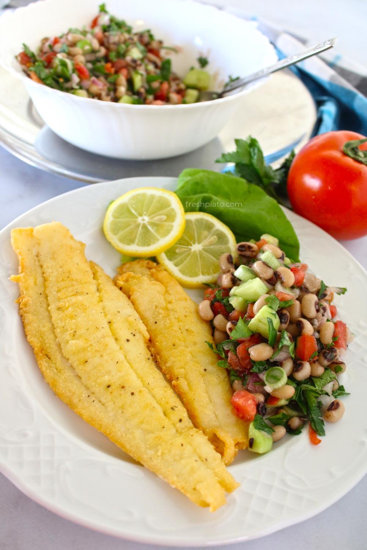 Γλώσσες τηγανιτές με σαλάτα μαυρομάτικα συνταγή